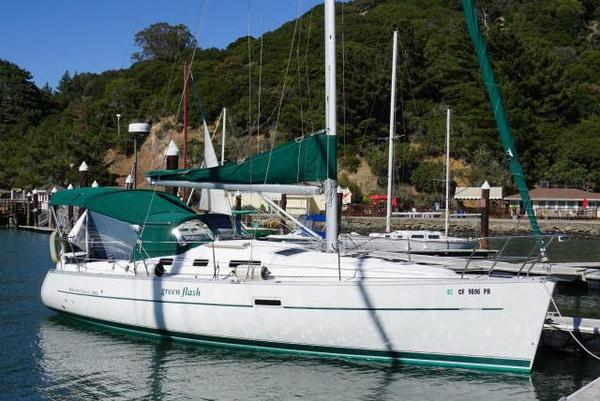 Used Beneteau 323 Racer and Cruiser Sailboat For Sale
