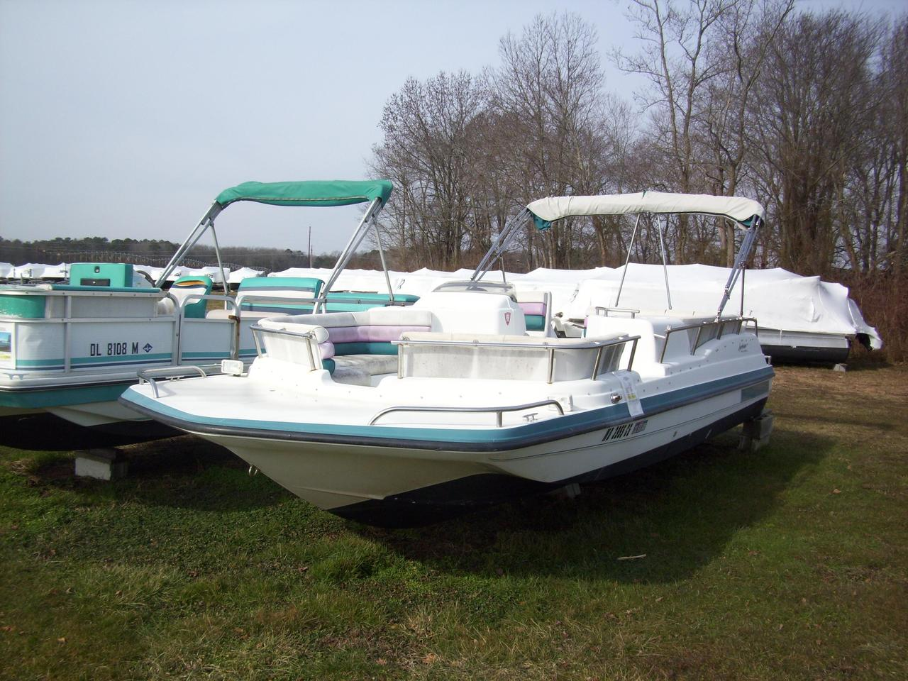 1995 Used Hurricane FD226FD226 Deck Boat For Sale