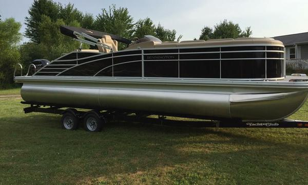 Used Bennington 2375 RSB Pontoon Boat For Sale