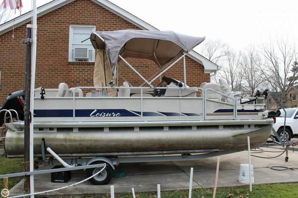 Used Leisure Kraft 2023 Navigator Pontoon Boat For Sale