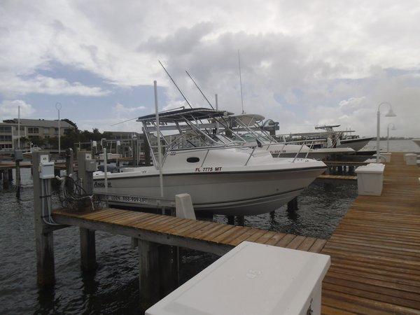 Used Angler 220 WA Cuddy Cabin Boat For Sale