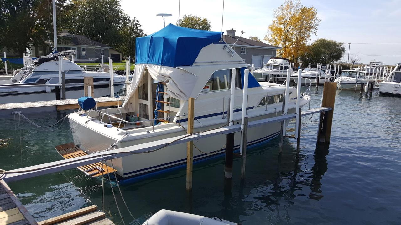 1974 Used Chris Craft 33 Catalina Convertible Fishing Boat For Sale Wiring Diagram 6 Volt Generator