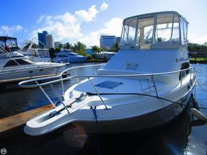 Used Mainship 31 Sedan Bridge Express Cruiser Boat For Sale