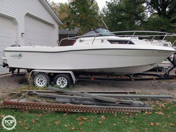 1990 used larson dc 228 international walkaround fishing for Fishing boats for sale in ohio