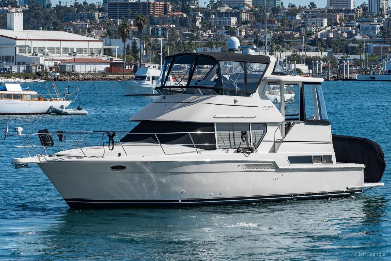 1998 used carver 400 cockpit motor yacht motor yacht for