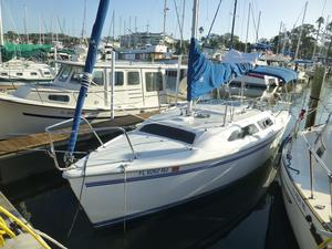 Used Catalina 250 Water Ballasted Daysailer Sailboat For Sale