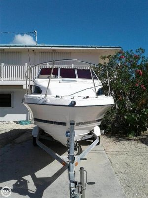 Used Bayliner Classic 222 EC Express Cruiser Boat For Sale