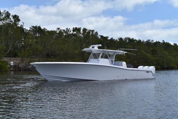 Used Invincible 4242 Center Console Fishing Boat For Sale