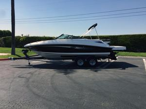 New Sea Ray SDX 220 Deck Boat For Sale