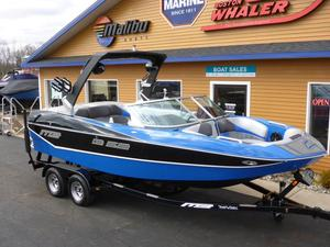 Used Mb B-52 21 Ski and Wakeboard Boat For Sale