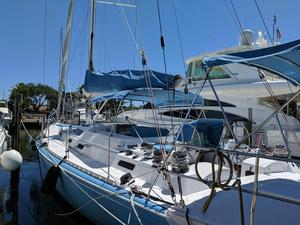 Used Robertson & Caine Richleigh Center Cockpit Sailboat For Sale