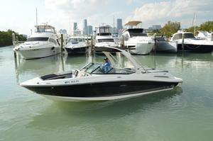 Used Sea Ray SLX 250 Cruiser Boat For Sale