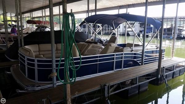 Used Bennington 2275 RL Pontoon Boat For Sale