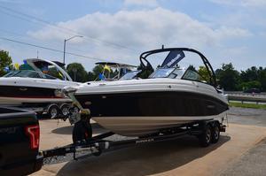 New Rinker Q5 Bowrider Boat For Sale