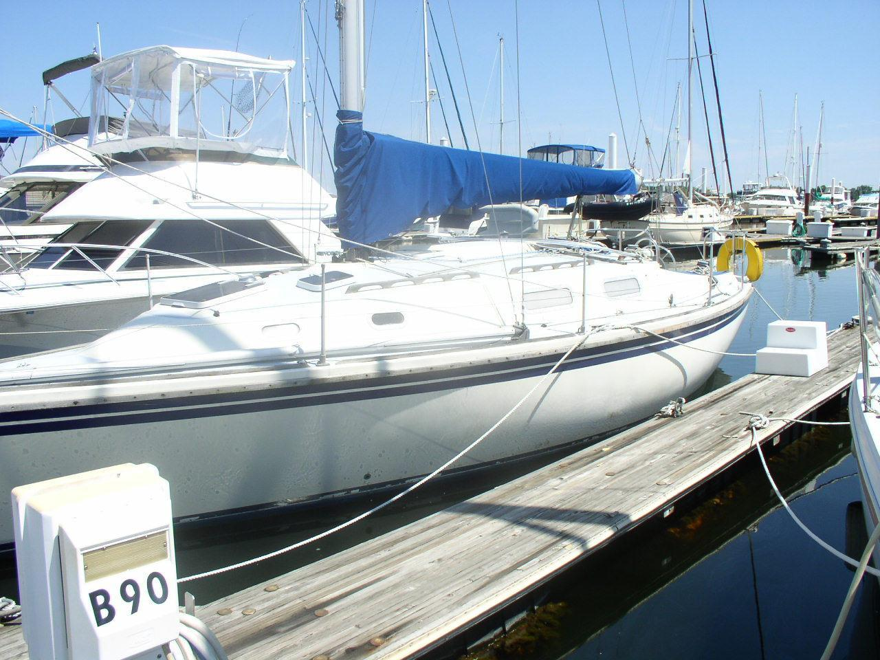 1983 Used Westerly Fulmar 32 Cruiser Sailboat For Sale