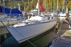 Used J-Boats J-35 Racer and Cruiser Sailboat For Sale