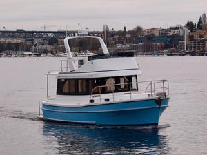New Helmsman Trawlers 31 Sedan Motor Yacht For Sale