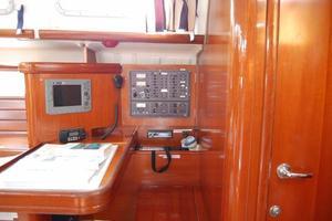 Used Beneteau Oceanis 473 Cruiser Sailboat For Sale
