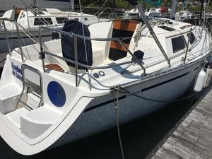 Used Hunter 28 Cruiser Sailboat For Sale