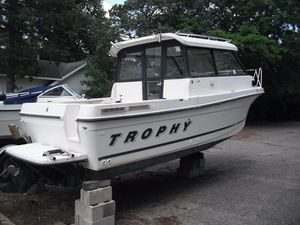Used Trophy 2359 Hardtop WA Pilothouse Boat For Sale