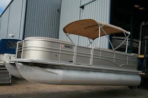 Used Sylvan 8520 Mirage Pontoon Boat For Sale