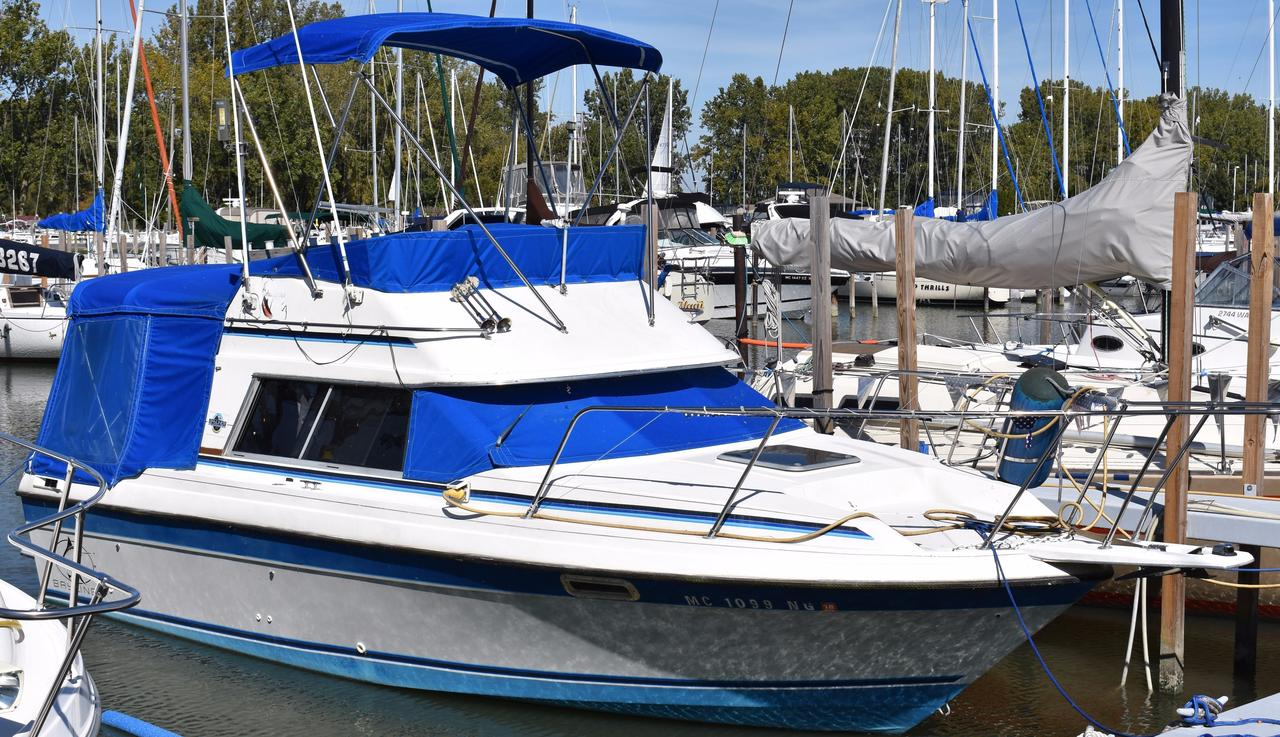 1987 Used Bayliner 2560 Flybridge Boat For Sale - $6,000 - La Salle