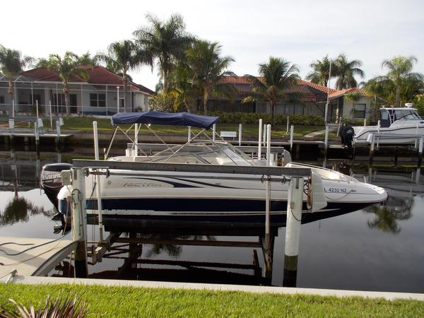 Used Vectra A2572 OB Bowrider Boat For Sale