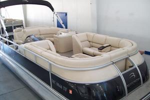Used Bennington 2275 QXI Pontoon Boat For Sale