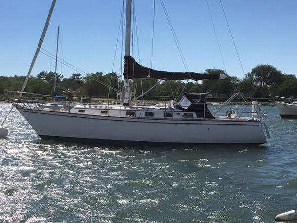 Used Endeavour 35 Cruiser Sailboat For Sale