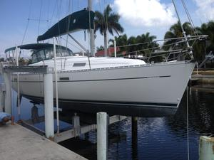 Used Beneteau 331 KC Cruiser Sailboat For Sale