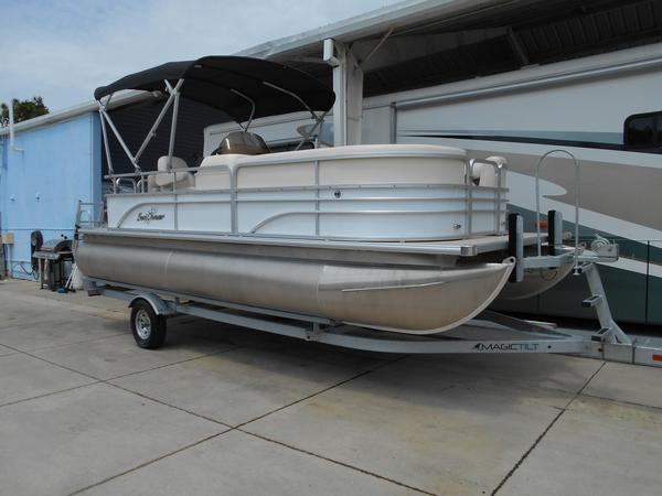 New Sunchaser Oasis Cruise 820 Pontoon Boat For Sale
