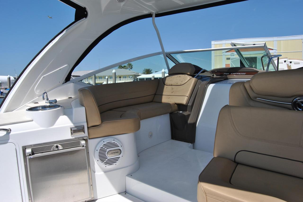 2014 Used Cruisers Yachts 350 Express Cruiser Boat For Sale