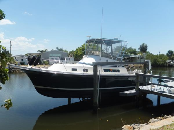 Used Albin 32+2 Command Bridge Sports Fishing Boat For Sale