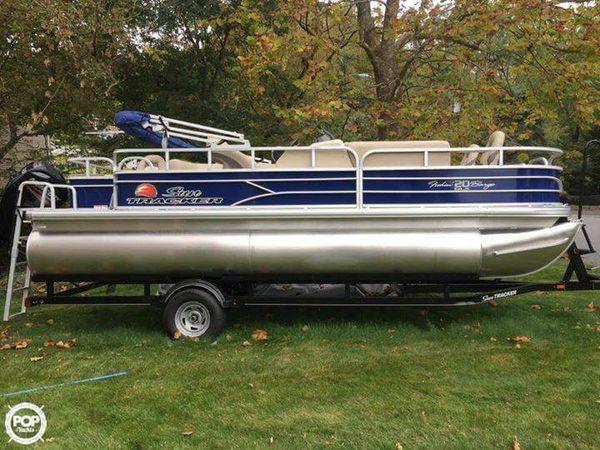 Used Sun Tracker Fishin Barge - 20 DLX Pontoon Boat For Sale