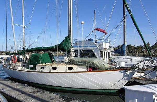 Used Luders Custom 39 Racer and Cruiser Sailboat For Sale