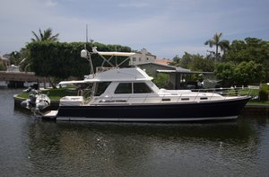 Used Sabre Sedan Flybridge Express Cruiser Boat For Sale