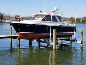 Used Cutwater C28 Express Cruiser Boat For Sale