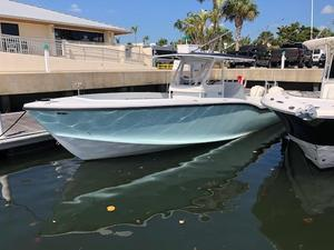 Used Ocean Master 31 CC 250hp 2008 W/400 HRS Center Console Fishing Boat For Sale