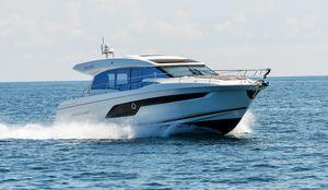 New Prestige 520S Coupé Motor Yacht For Sale