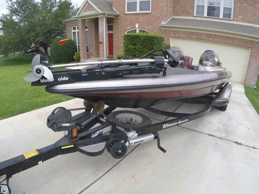 2003 Used Triton TR22 Bass Boat For Sale - $26,290 - San