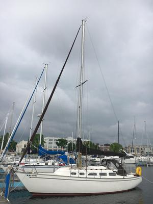Used Ranger Yachts 33 Racer and Cruiser Sailboat For Sale