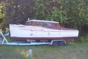 Used Chris-Craft 26 Full Enclosed Dinette Cruiser Deluxe Antique and Classic Boat For Sale