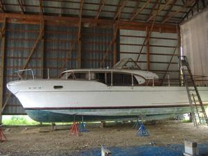 Used Chris-Craft Constellation Express Cruiser Boat For Sale