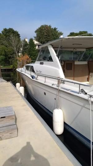 Used Chris-Craft Commander 35 Express Cruiser Boat For Sale