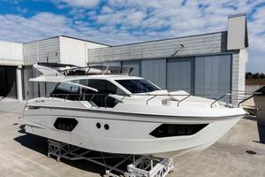 New Absolute 50 Flybridge Boat For Sale