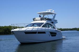 New Cruisers Yachts 54 Flybridge Boat For Sale