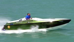 Used Apache 28 Brave High Performance Boat For Sale