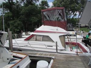 Used Trojan 10 Meter International Sedan Sports Fishing Boat For Sale