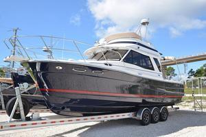 New Cutwater C-30 Command Bridge Trawler Boat For Sale