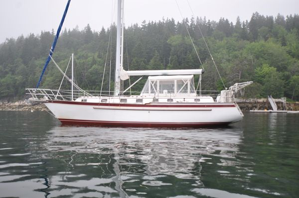 Used Endeavour 40 Cruiser Sailboat For Sale